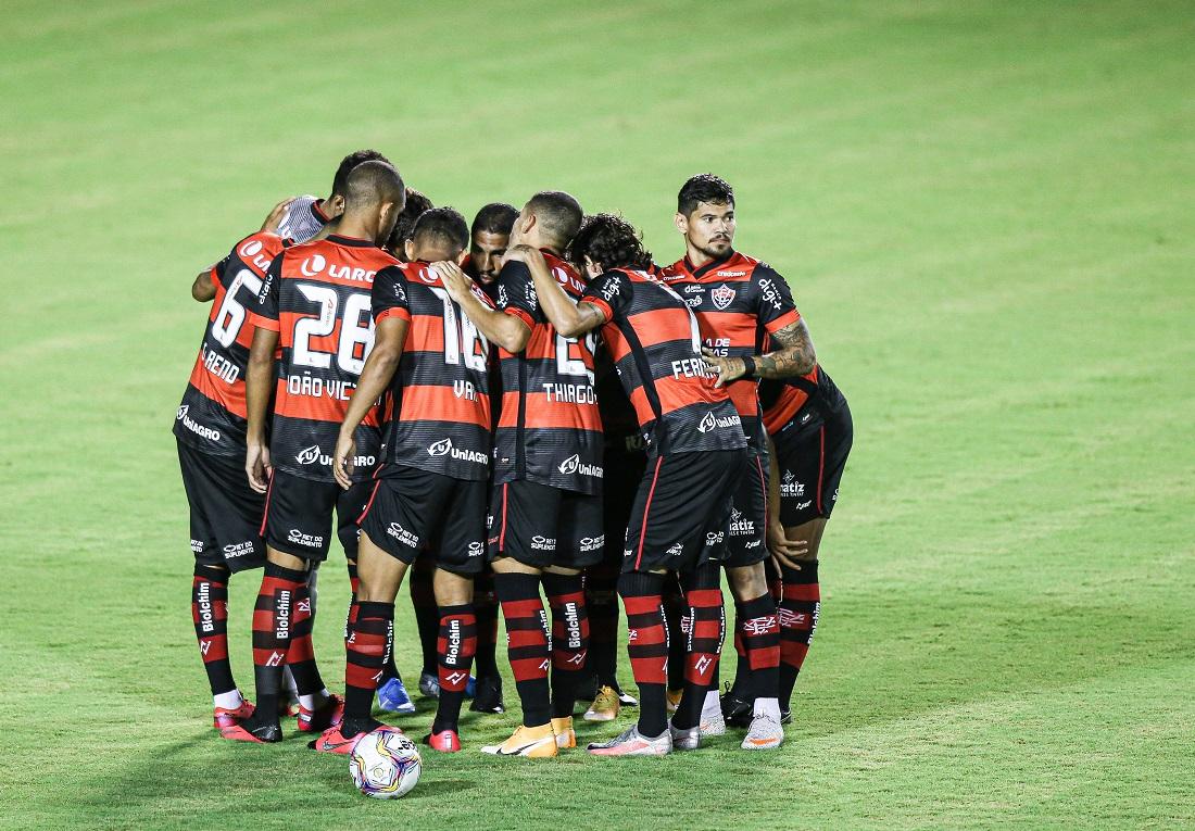Jogadores do Vitória durante a partida contra o Botafogo-SP