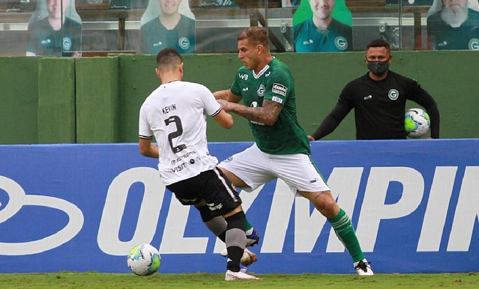 rafael Moura marcou um dos gols do Goiás na vitória sobre o Botafogo