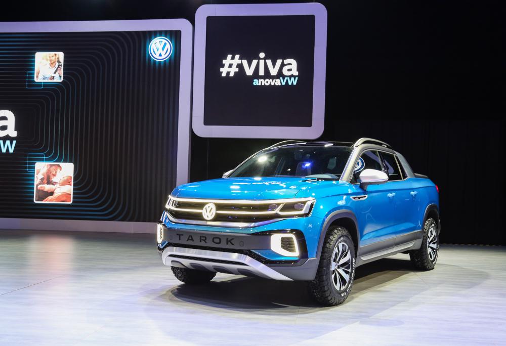 Modelos conceituais como o Volkswagen Tarok apostaram no azul