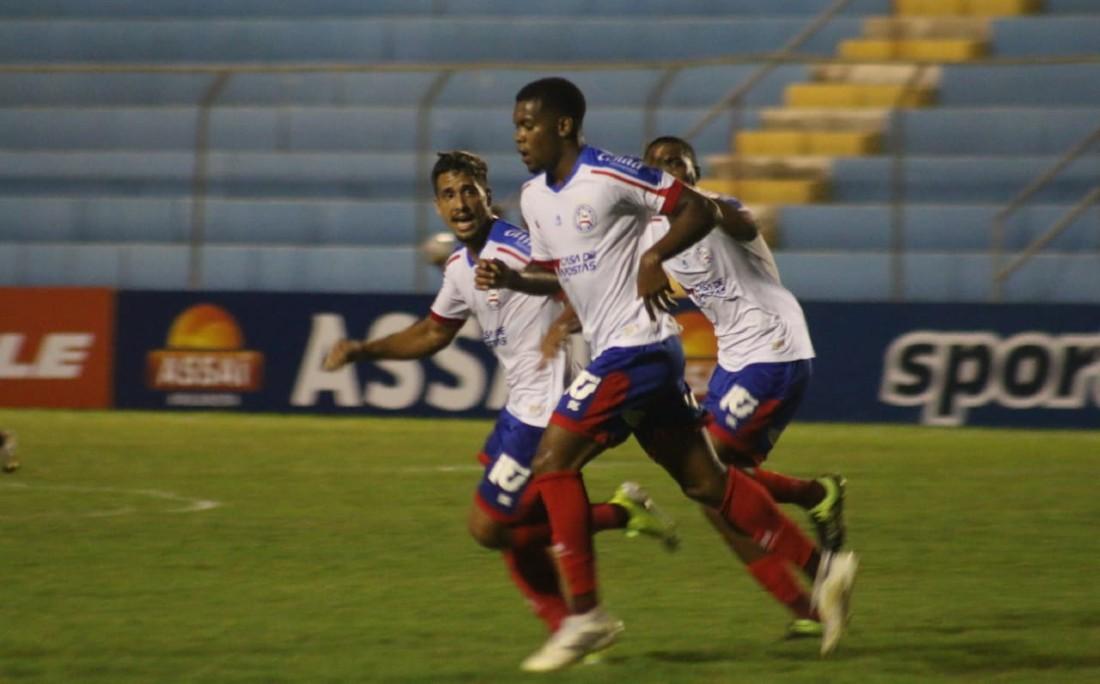 Autor do primeiro gol, garoto Ronaldo foi o destaque do jogo