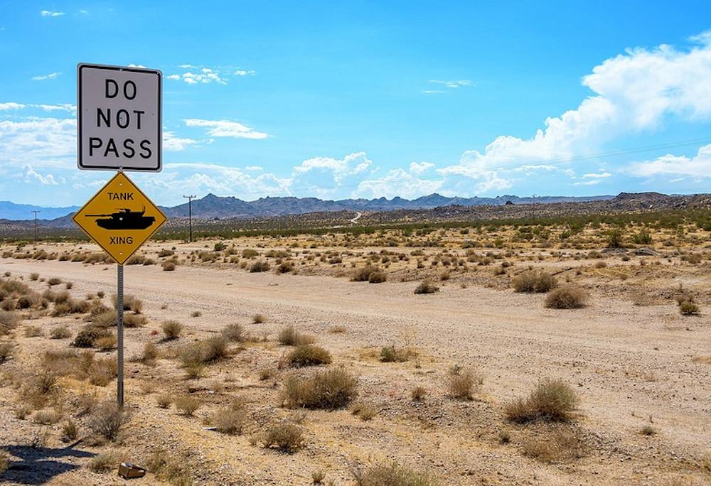 Que tal cruzar com um tanque na estrada? Isso pode acontecer nos Estados Unidos