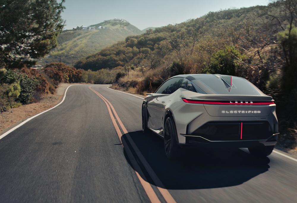 O novo Lexus é capaz de controlar a distribuição de potência em cada roda