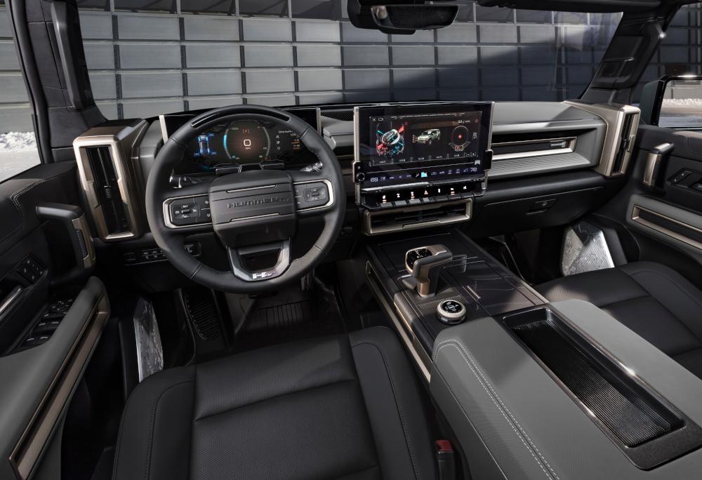 O interior do utilitário elétrico tem linhas robustas e muita tecnologia