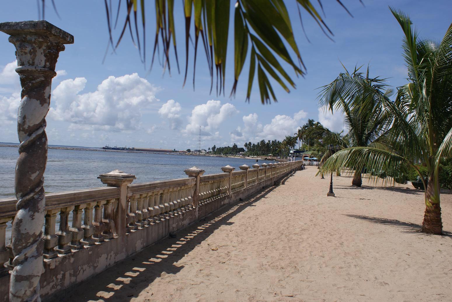 Praia de Sogara, em Porto Gentil, que tem uma configuração semelhante ao Porto da Barra, voltada para o continente