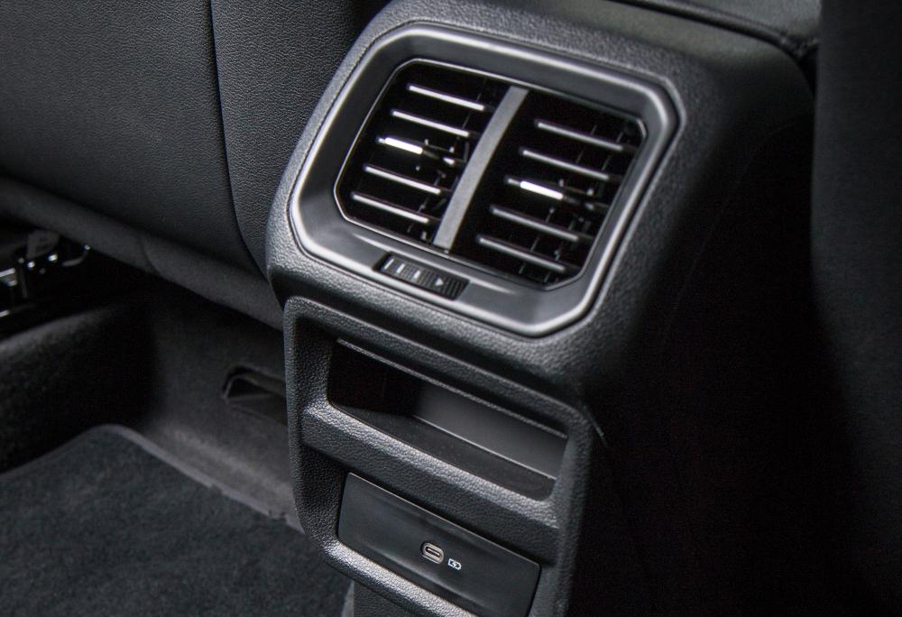 Há saídas de ar na parte traseira do novo SUV