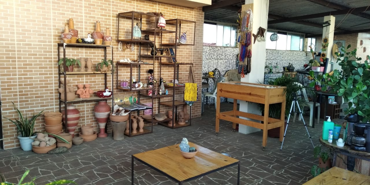 Alagbedé funciona na laje da casa de Dudu, na Fazenda Grande do Retiro