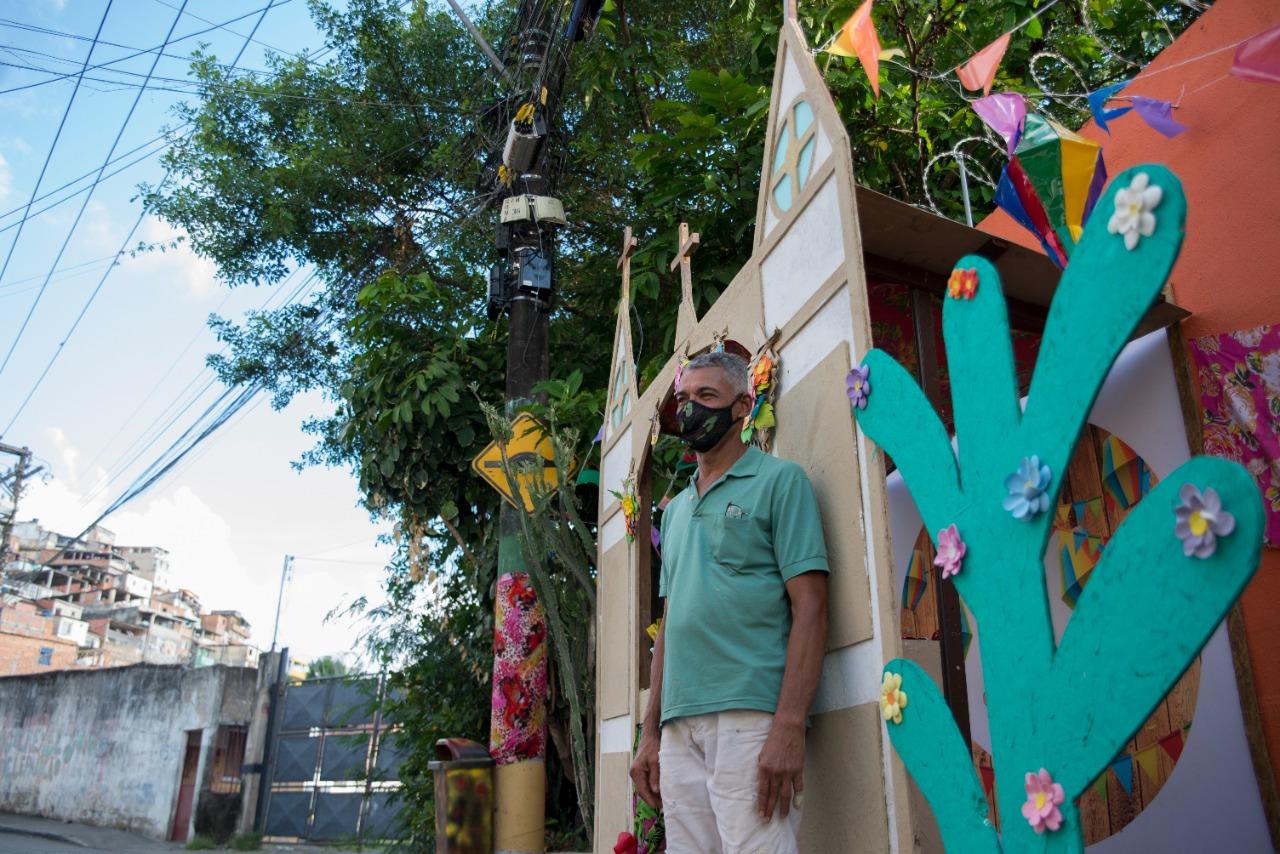 Rua São Domingo de Gusmão recebeu cenário montado por Roque Prego
